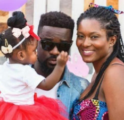 Sarkodie and family return home